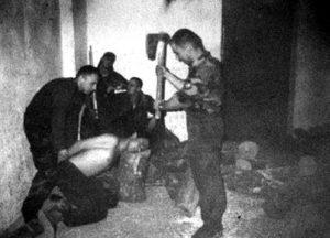 zlocin_war_crimes_odsijecanje_glave_sjekirom1